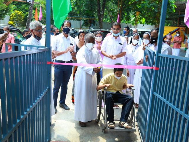 Einweihung einer neuen Rampe für die Alphonsa Sadhan School